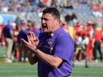 NCAA Football Buffalo Wild Wings Citrus Bowl - LSU 29 vs. Louisville 9 - Gallery 1 - Photo (3)