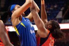 WNBA-Connecticut-Sun-102-vs.-Dallas-Wings-72-39