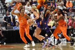 WNBA-Connecticut-Sun-68-vs.-Phoenix-Mercury-62-59