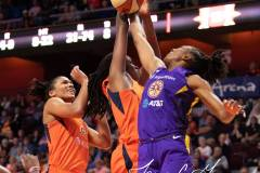 WNBA-Connecticut-Sun-84-vs.-Los-Angeles-Sparks-75-93