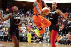 WNBA-Connecticut-Sun-89-vs.-Las-Vegas-Aces-85-59